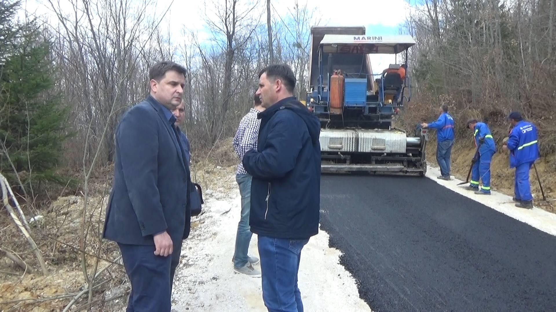 Asfaltiran lokalni put u Zenkovićima