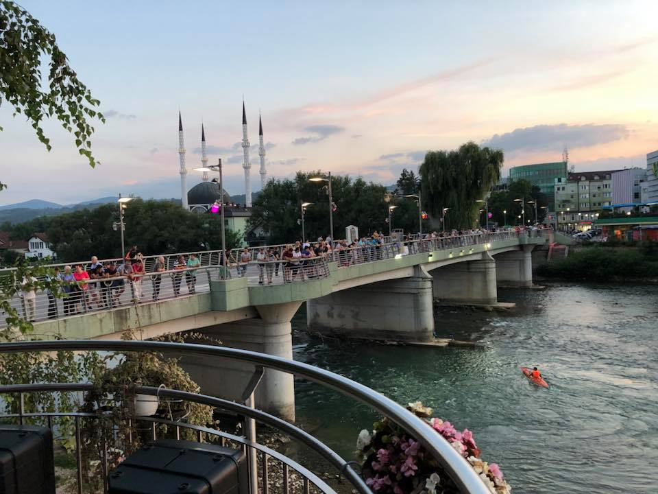 Održani noćni skokovi s gradskog mosta